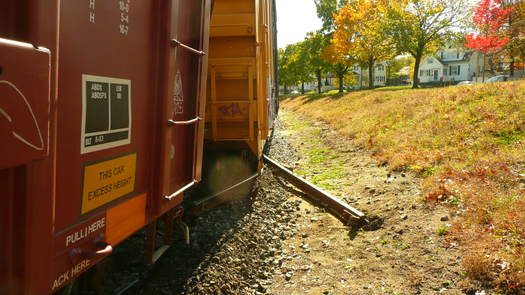 Train_derailed_and_new_signs_005